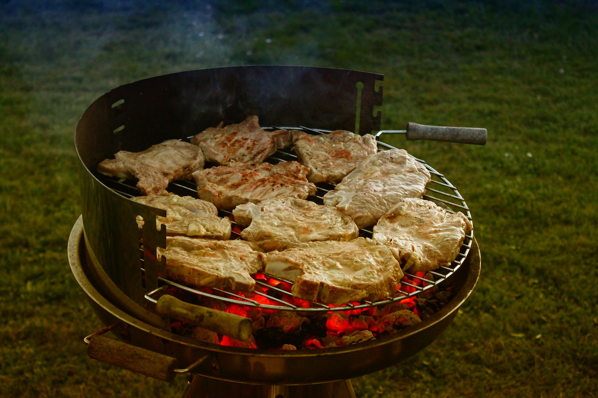 How to Season a New Grill With Easy Steps
